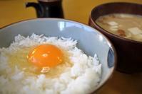 久しぶりの卵かけごはんとなめこの味噌汁な朝餉 - ぶん屋の抽斗