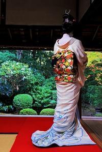 芸の要 - 赤煉瓦洋館の雅茶子