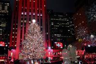 ロックフェラーセンターのクリスマスツリー点灯式 in ニューヨーク - ニューヨーク直行便 since 2005