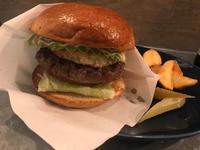 金沢(香林坊):ザ・ゴッドバーガー (The Godburger)「アボカドフライドエッグバーガー」「B.B.Q.アボカドエッグバーガー」 - ふりむけばスカタン