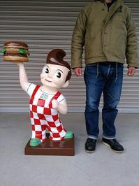 Bob's big boy statue - OIL SHOCK ZAKKA