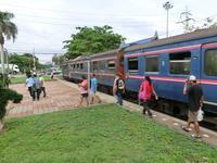 タラート・ラムナライ駅での朝のひととき - いわんやブログ