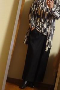 黒のロングスカートと柄物のプルオーバー - おしゃれ自己満足日記