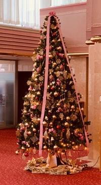 音楽の殿堂で大人可愛いくすみピンククリスマス - Bloom&Grow通信「芦屋から 季節の色と香りに包まれた贅沢な毎日」