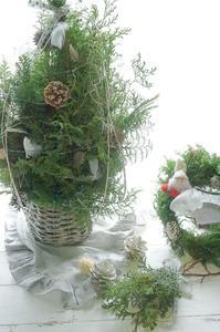 ママとキッズのツリー&リース作り - お花に囲まれて