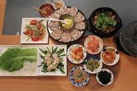 牡蠣と豚肉のポッサムと、牛肉とクレソンのテンジャンチゲ定食 - キムチ屋修行の道
