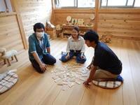 駿河台大学杉本ゼミ(心理学部)の学生さんに木育講座 - はんのうきときとひろば