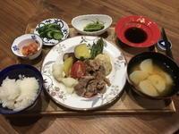 【献立】温野菜と豚肉のサラダ、小松菜のお浸し、きゅうりのこうじ漬け、キムチ、カブのお味噌汁 - kajuの■今日のお料理・簡単レシピ■