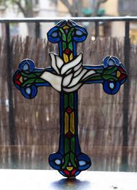 白い鳩のステンドグラス 十字架 19.5cm×27cm   /G804 - Glicinia 古道具店