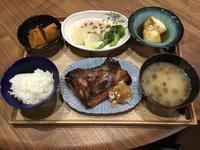 【献立】ブリカマの塩焼き、かぼちゃの煮物、温野菜サラダ、揚げ出し豆腐、なめこのお味噌汁 - kajuの■今日のお料理・簡単レシピ■