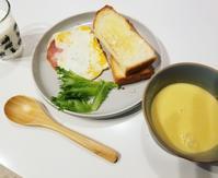 娘が作った朝ごはん - 白くて丸いもの