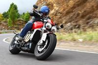 2010 Triumph Rocket 3 R and GT Review First Ride - ばいく生活あれこれ