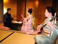 早春の京都・大阪をはんなりと愉しむ/舞妓さんとのお座敷遊びが満喫できる贅沢な寄席ツアーを企画しました - 信州飯田おいでなんしょ寄席 情報蔵