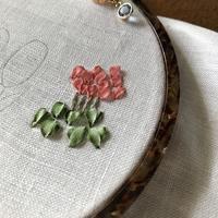 年明けの刺繍始めはリボン刺繍とハーダンガー試作になりました - Oharibako no yousei