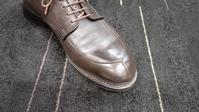 ホコリ落としにはとっておきのブラシを - 玉川タカシマヤ靴磨き工房 本館4階紳士靴売場