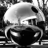 球体 - モノクロ写真をアップする!