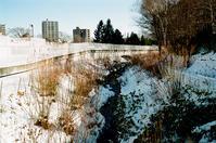 雪の少ない二里川とタイムラグのないシャッター - 照片画廊