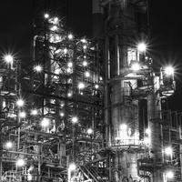 工場夜景 - モノクロ写真をアップする!