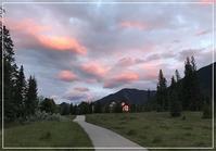 お散歩途中の夕焼け - カナディアンロッキーで暮らす