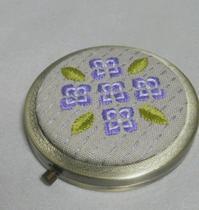 アジサイのコンパクトミラー☆ - 手刺繍屋 Eri-kari(エリカリ)