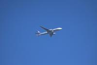 青空の中、旅客機飛ぶ。 - 平凡な日々の中で