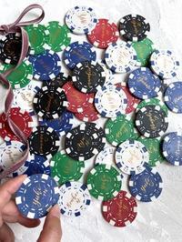 モダンカリグラフィー☆ウェディングカジノチップ席札と濃紺のテーブルナンバー - 風の家便り