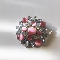 優しいピンクのブローチ - vintage & antique スワロー商會