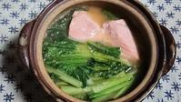 私の暖か一人鍋、小松菜と鮭の味噌バター鍋です - 楽しく元気に暮らします