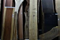 木材倉庫を歩く - SOLiD「無垢材セレクトカタログ」/ 材木店・製材所 新発田屋(シバタヤ)