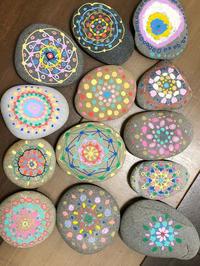 友遊カルチャー、日曜こども絵画教室、石アートしました。 - 大﨑造形絵画教室のブログ