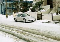 グズグズ雪道のポルシェ997と道南バス - 照片画廊