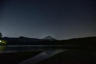 夜の西湖 - 風とこだま