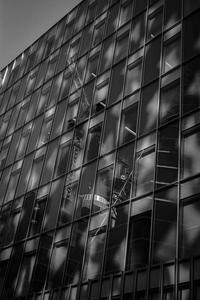 タワークレーンを内包するビル - Silver Oblivion