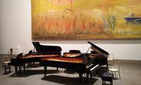 ピアノ5台の音圧に触れる - 見知らぬ世界に想いを馳せ