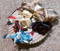 プラスチックと布の花 - とんでもひつじ日和