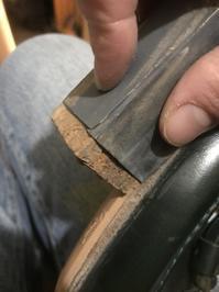 原始的にハーフラバーを貼る2 - シューケアマイスター靴磨き工房 銀座三越店
