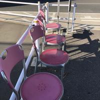 バス停に置かれた私設と思われる椅子 - 設計事務所 arkilab