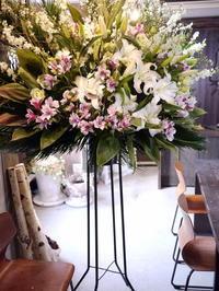 ご葬儀のスタンド花。平岸6条の斎場にお届け。2020/02/13。 - 札幌 花屋 meLL flowers