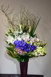 ご葬儀にアレンジメント。江別市大麻中町の斎場にお届け。2020/02/15。 - 札幌 花屋 meLL flowers