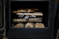 新しい焚き付けの方法。 - オーブン付き薪ストーブ kintoku直火工房。