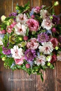 ラナンキュラス・ラックス「アリアドネ」を使ったフラワーアレンジメント。 - 花色~あなたの好きなお花屋さんになりたい~