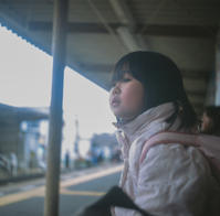 ★「電車を待つ娘」 - 一写入魂