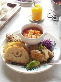 大豆入りミネストローネと「粉kona屋」のパンでワンプレート - キッチンで猫と・・・