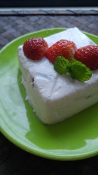 ひな祭りにいちごのパンナコッタ - 料理研究家ブログ行長万里  日本全国 美味しい話