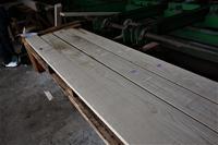 栗芯去り角材から板物を製材 - SOLiD「無垢材セレクトカタログ」/ 材木店・製材所 新発田屋(シバタヤ)