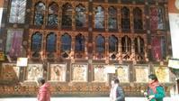 近所の寺院へ - ブータン便り