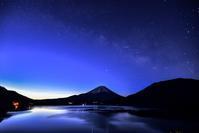 本栖湖の夜明け - 風とこだま