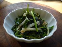 大根の皮とセリ、海藻のナムルふうサラダ - LEAFLabo