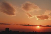 夕陽に輝くレンズ雲(巻積雲) - 日々の風景