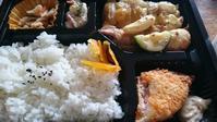 『肉亭 楽歳』の昼のお弁当 ¥600 - Tea's  room  あっと Japan